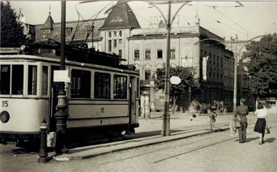 Stary tramwaj przy dworcu