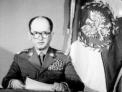 Jaruzelski w czarno-białym telewizorze
