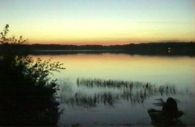 Zachód nad jeziorem