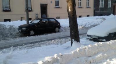 Parking trzeba było sobie odśnieżyć samemu.