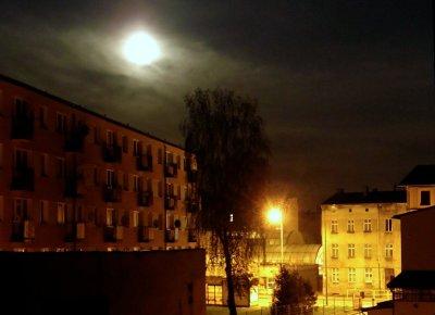 Spokojna księżycowa noc